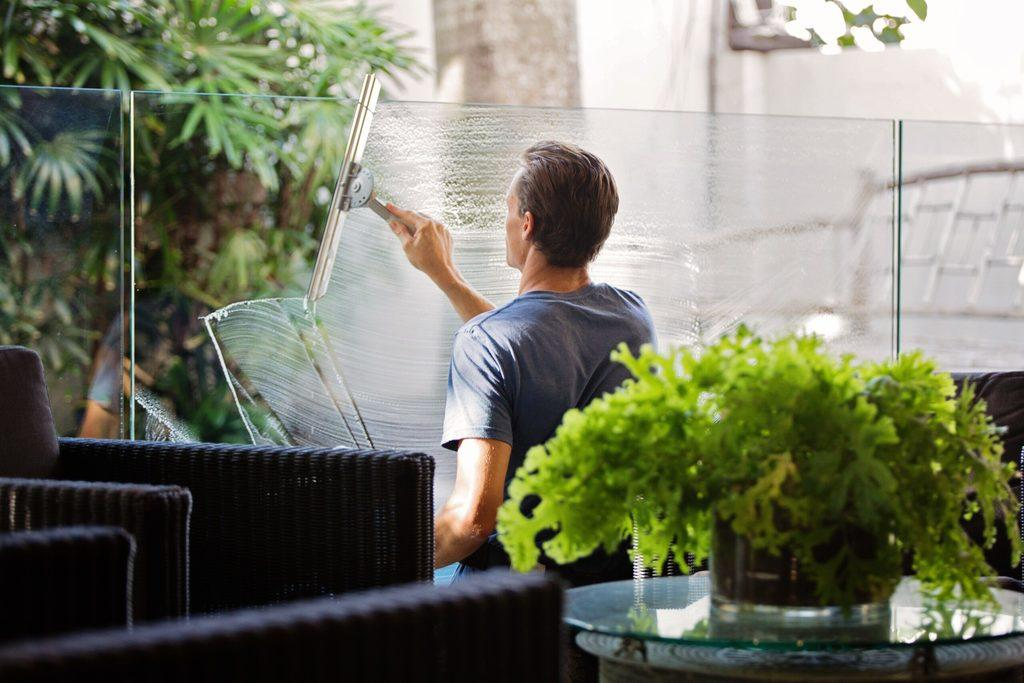 6 factors to consider when choosing a window cleaning service 1