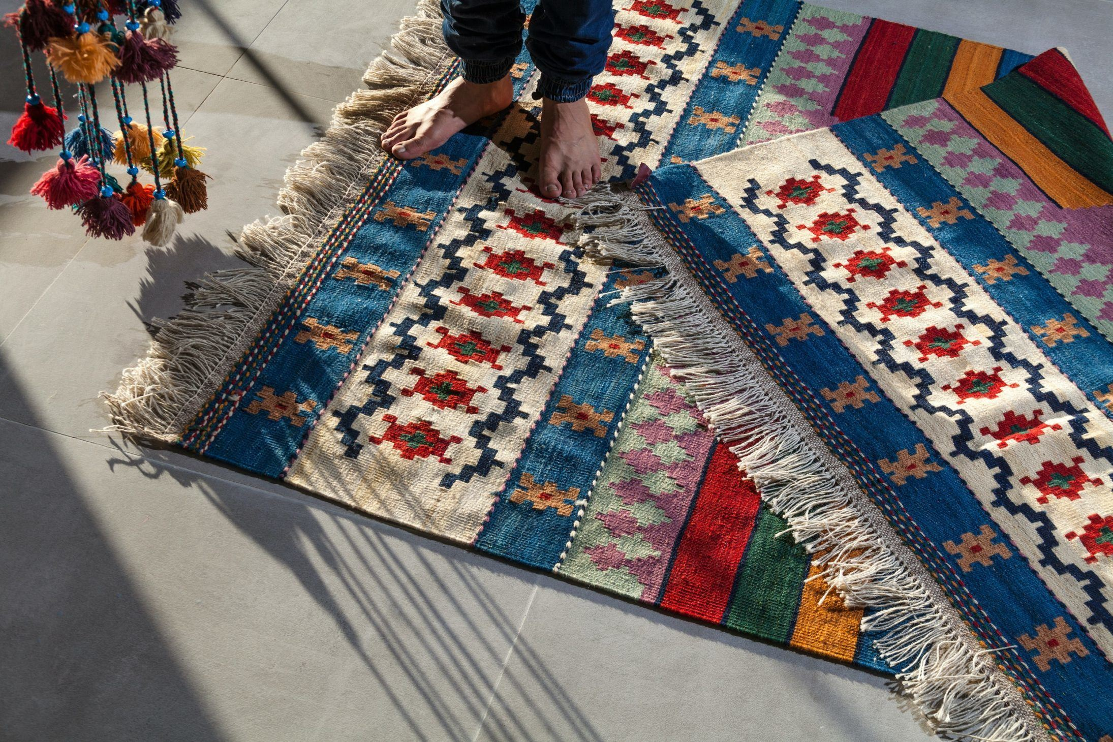 10 creative ways to use rugs as statement pieces in your home 1