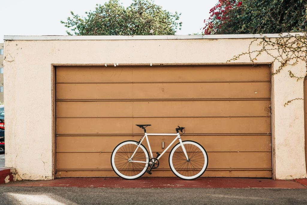 6 Tips for Maintaining Your Garage Door and Prolong Its Service Life