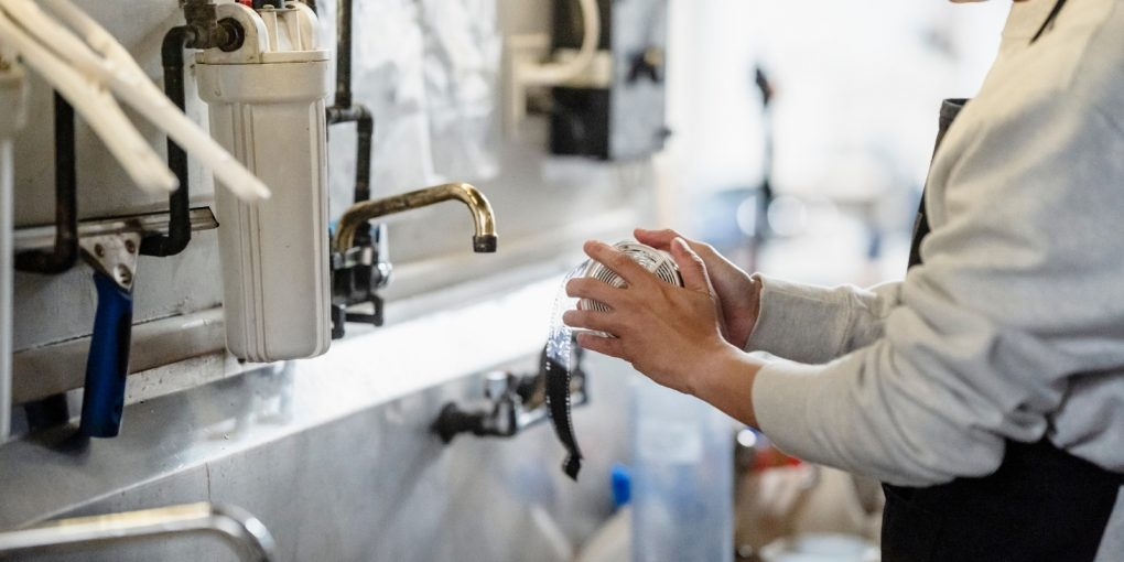 6 Plumbing Problems You Should Let The Pros Handle